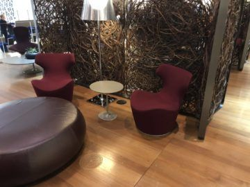 Qatar Airways Al Mourjan Business Class Lounge Sitzmoeglichkeit