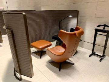 qatar airways al safwa first class lounge doha arbeitsplatz