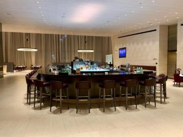 qatar airways al safwa first class lounge doha bar 1
