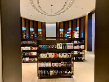 qatar airways al safwa first class lounge doha duty free shop 2