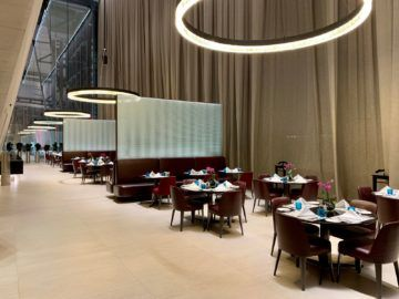 qatar airways al safwa first class lounge doha essbereich 2