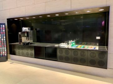 qatar airways al safwa first class lounge doha getraenkestation