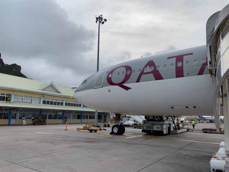 qatar airways boeing 777 flugzeug mahe airport