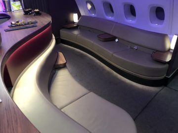 qatar airways business class a380 bar sitz
