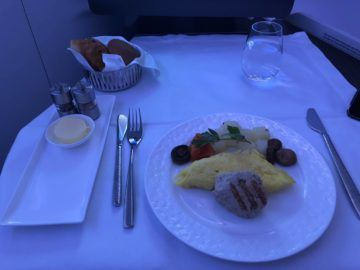 qatar airways business class a380 fruehstueck