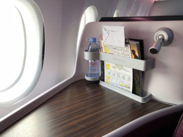 qatar airways business class a380 leselampe wasserflasche