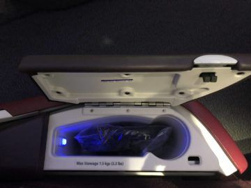 qatar airways business class a380 staufach kopfhoerer