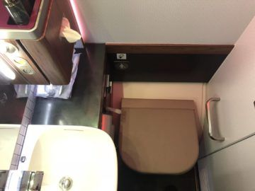 qatar airways business class a380 toilettensitz