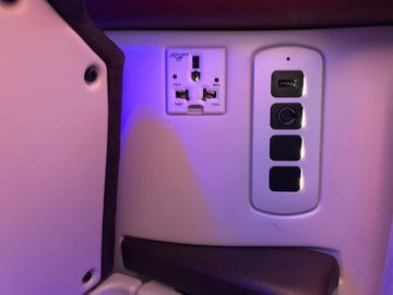 qatar airways business class a380 usb steckdose