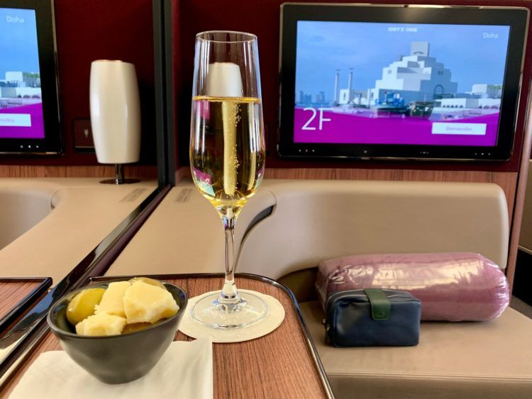 qatar airways first class a380 champagner