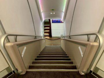 qatar airways first class a380 treppe