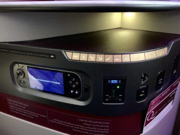 qatar airways qsuite boeing 777 300er bedienelemente 2