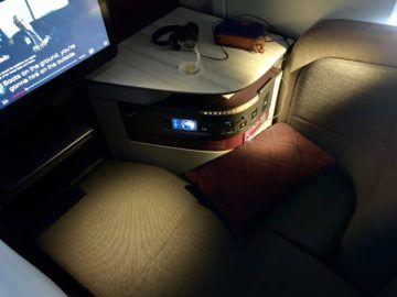 qatar airways qsuite boeing 777 300er bett 3