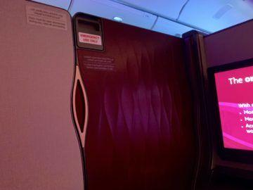 qatar airways qsuite boeing 777 300er tuer geschlossen