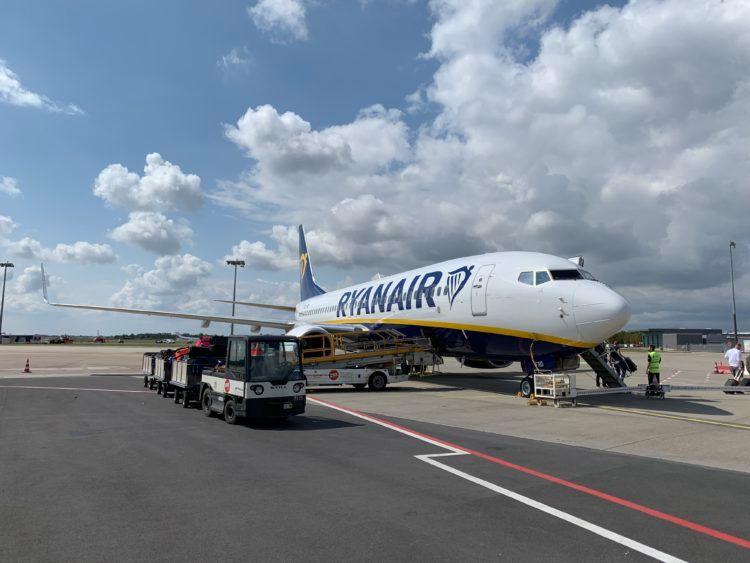 ryanair boeing 737 flugzeug bremen flughafen 1