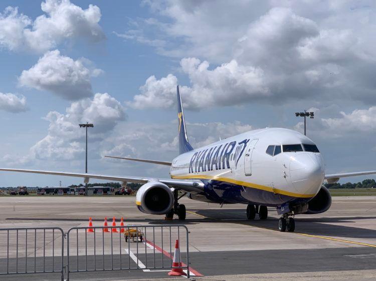 ryanair boeing 737 flugzeug bremen flughafen 2
