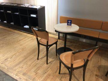 SAS Gold Lounge Oslo-Gardermoen Tisch und Stuehle