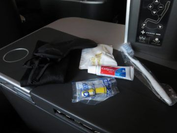 sas business class a340 amenity kit 2