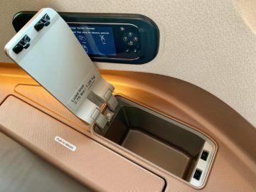 singapore airlines business class a350 900ulr staufach 2