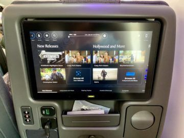 singapore airlines economy class boeing 787 entertainment