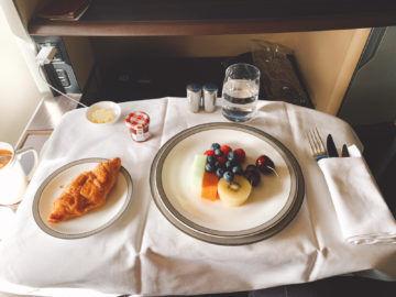 singapore airlines first class 777 300er essen fruehstueck 4