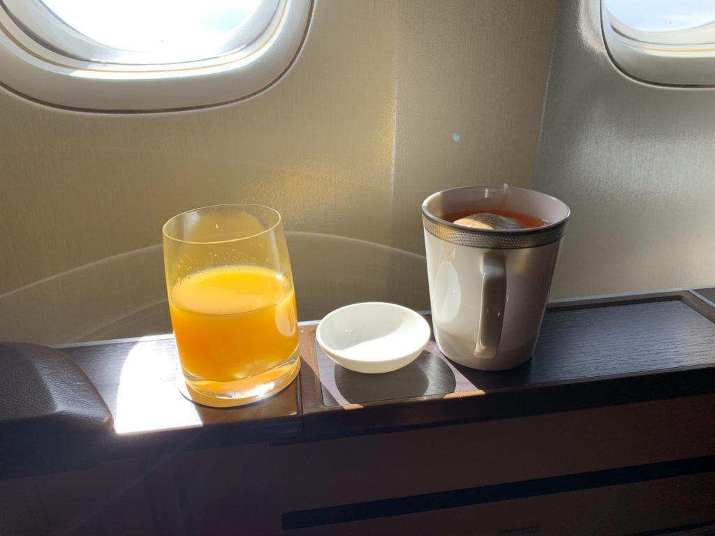 Tee und Orangensaft