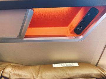 singapore airlines first class 777 300er staufach usb anschluesse 4