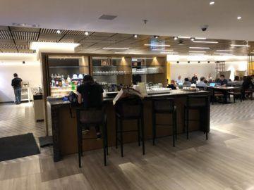 singapore airlines silverkris lounge hong kong bar