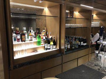 singapore airlines silverkris lounge hong kong hochprozentiger alkohol