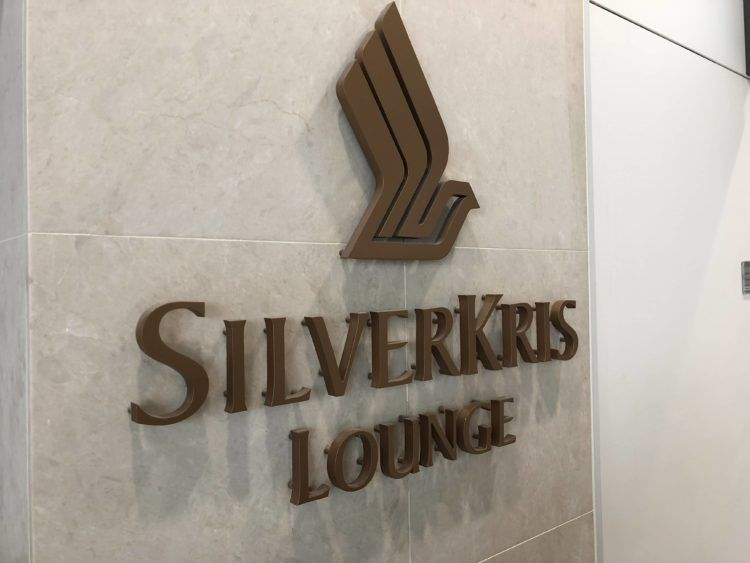 singapore airlines silverkris lounge hong kong logo