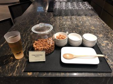 singapore airlines silverkris lounge hong kong nuts