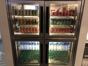 singapore airlines silverkris lounge hong kong softdrinks