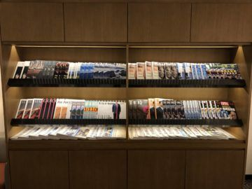 singapore airlines silverkris lounge hong kong zeitschriften