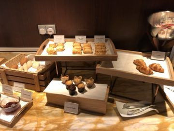 singapore airlines silverkris lounge terminal 3 cake muffins