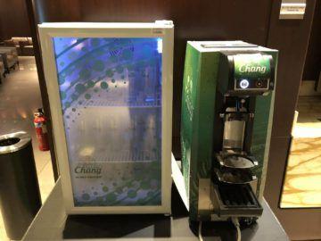 singapore airlines silverkris lounge terminal 3 chang bierautomat