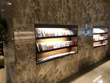 singapore airlines silverkris lounge terminal 3 zeitschriften