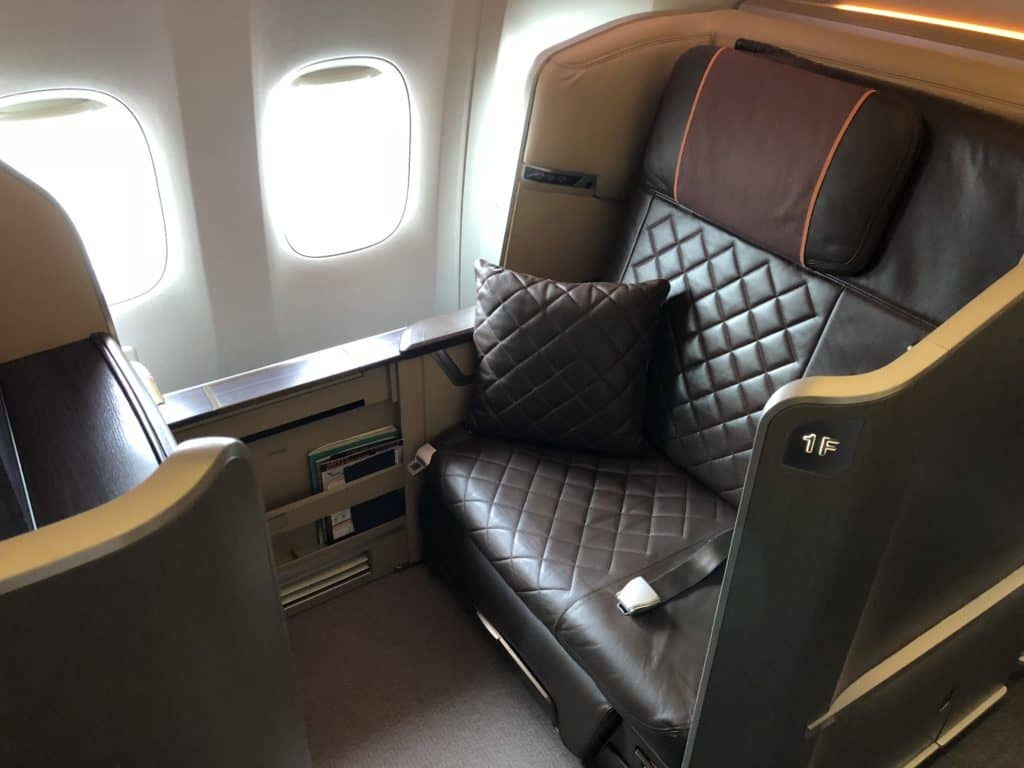 Singapore Airlines First Class Boeing 777-300 First Class Sitz 1F