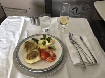 singapore airlines neue first class a380 egg benedict