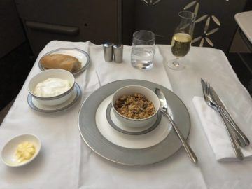 singapore airlines neue first class a380 joghurt grenola