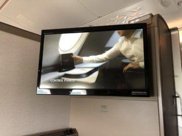 singapore airlines neue first class a380 monitor ausgefahren e1535189640547