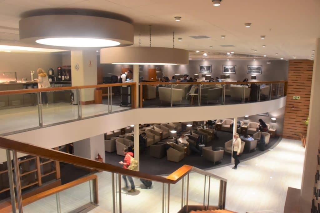 Sitzmöglichkeiten auf zwei Stockwerken