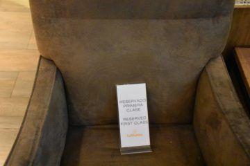 Sitz ist reserviert für Lufthansa First Class Passagiere