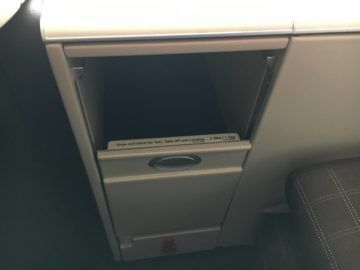 swiss business class 777 300er thron staufach 3