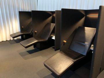 swiss business lounge zurich e gates liegen zum entspannen