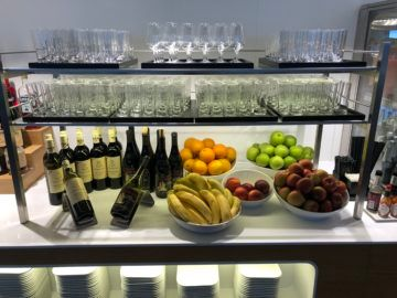 swiss business lounge zurich e gates wein obst