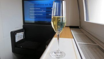 swiss first class boeing 777 300er champagner 1