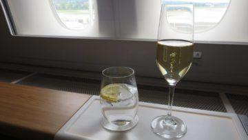 swiss first class boeing 777 300er champagner 2