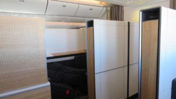 swiss first class boeing 777 300er schrank 1