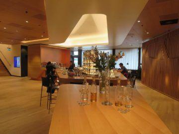 swiss first class lounge zuerich a bar 1