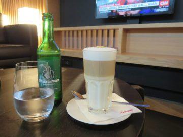 Swiss First Class Lounge Zürich A Latte